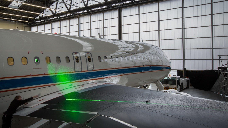 Mithilfe einer speziell entwickelten Software können die DLR-Forscher das Strömungsfeld dreidimensional darstellen. Die Modelle sollen helfen, neue Tragflächen-Modelle für den Langsamflug zu entwickeln.