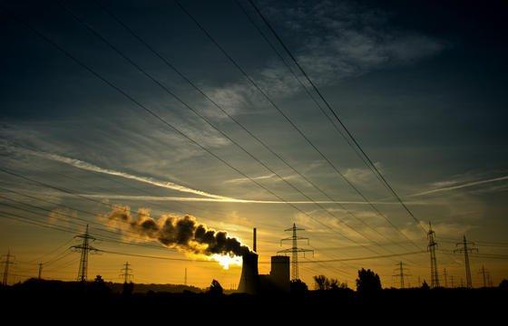 Kohlekraftwerk Mehrum in Hohenhameln im Landkreis Peine (Niedersachsen). Weltweit darf die Menschheit nur noch 20 Prozent der Kohlereserven verbrennen. Nur dann lässt sich laut britischen Forschern das Ziel des Weltklimarates einhalten.