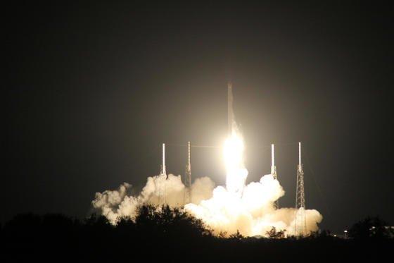 Die Trägerrakete Falcon 9 startete am Samstag mit der Versorgungskapsel Dragon an Bord zur ISS. Die Rakete sollte erstmals zwecks Wiederverwendung auf die Erde zurückkehren und sanft auf einer Seeplattform landen. Es kam zur Bruchlandung.