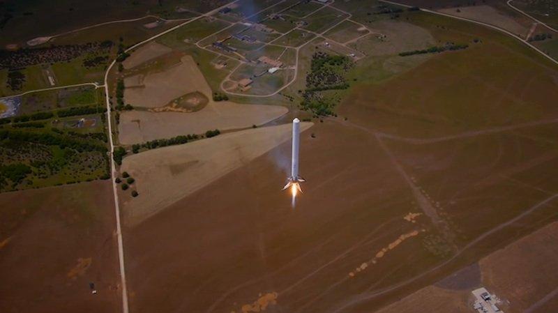 Eine Falcon-Trägerrakete F9R: Nach einem Flug in 1000 Meter Höhe gelang die anschließende sanfte Testlandung.
