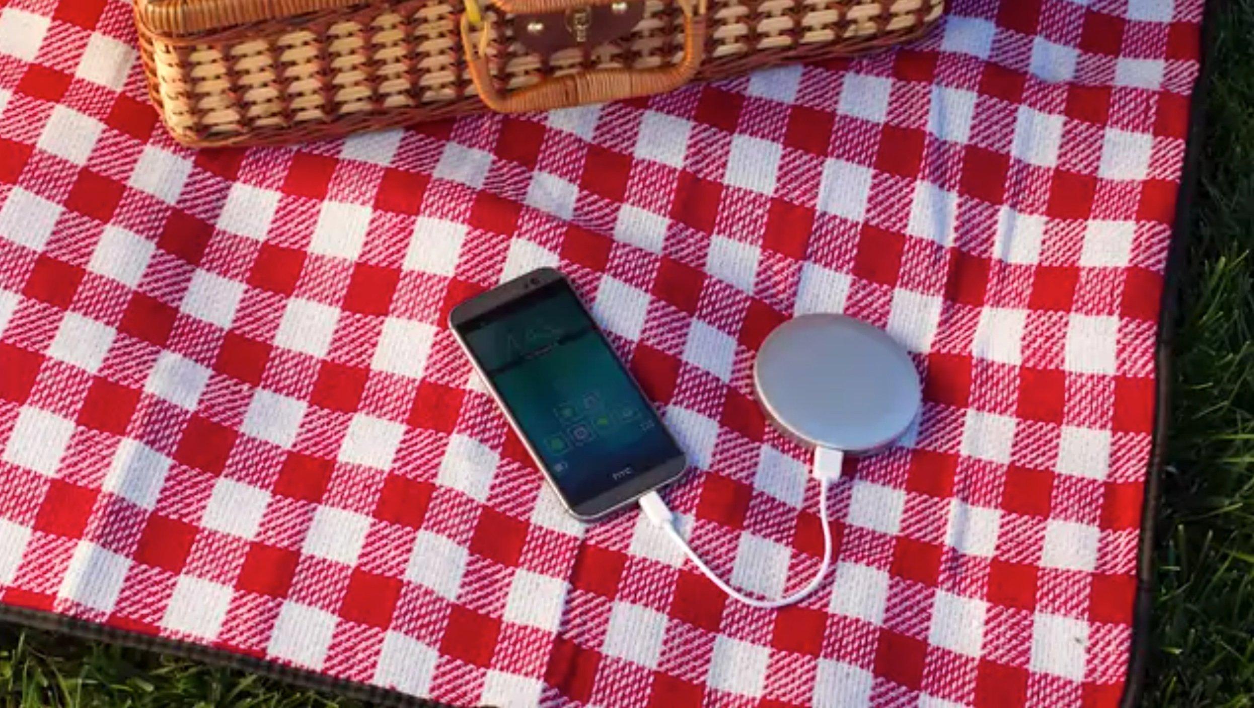 Der Spiegel als Akku fürs Smartphone: Das Gerät war vor Weihnachten in den USA teilweise ausverkauft.