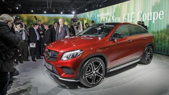 Daimler-Chef Dieter Zetsche hat auf der Detroit Auto Show den neuen GLE Coupé vorgestellt.