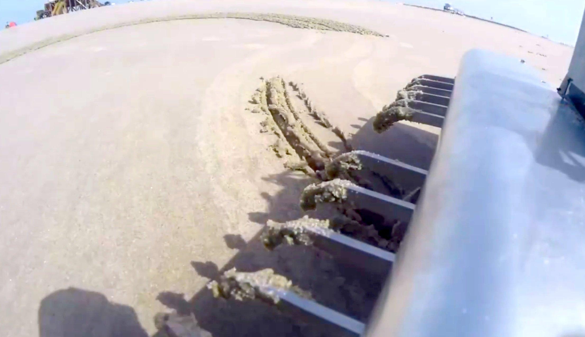 Im Schwanz des BeachBot sind Zinken angeordnet, die sich einzeln steuern lassen.