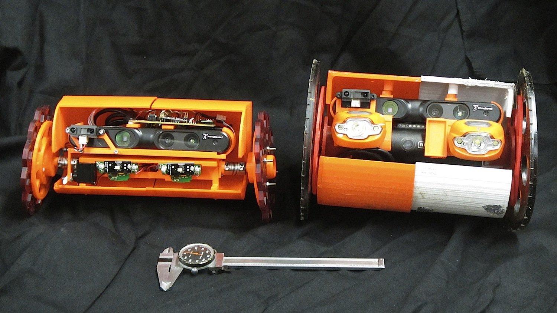 VolcanoBot 1 (rechts) ist 30 Zentimeter groß, seine Räder haben einen Durchmesser von 17 Zentimetern. VolcanoBot 2 (links) ist mit 25 Zentimetern etwas kleiner, seine Räder haben einen Durchmesser von zwölf Zentimetern.
