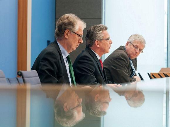 BSI-Präsident Michael Hange (li.) im Dezember bei der Vorstellung des Berichts