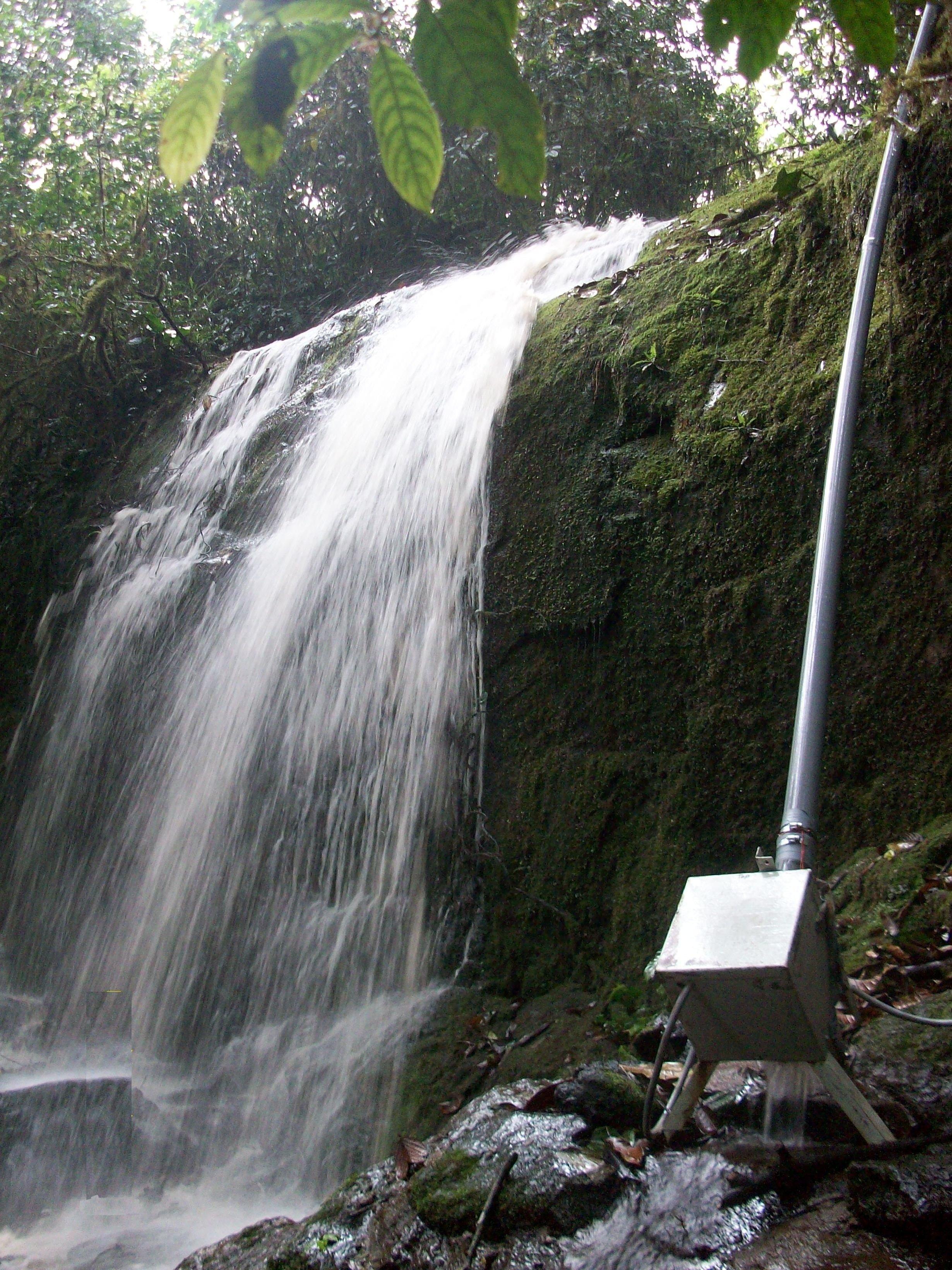 Kleinstwasserwerk in Äthiopien: Schon ein Bachlauf und zwei Meter Gefälle genügen, um genügend Strom für einen Haushalt zu erzeugen.