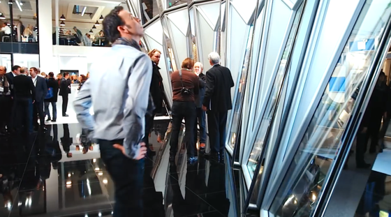235.000 Besucher pilgern zu Messe Bau nach München. Nach Erfahrungen des Messe-Veranstalters haben viele Besucher fertige Bau- und Objektpläne dabei, um sich darüber mit den Ausstellern auszutauschen.