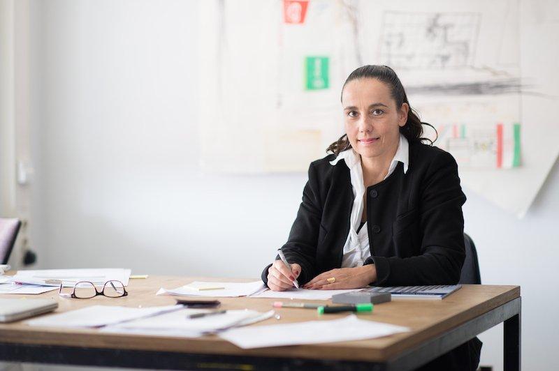 Professorin Heike Klussmann, Leiterin des Fachgebiets Bildende Kunst an der Universität Kassel, hat maßgeblich zur Entwicklung von DysCrete beigetragen.