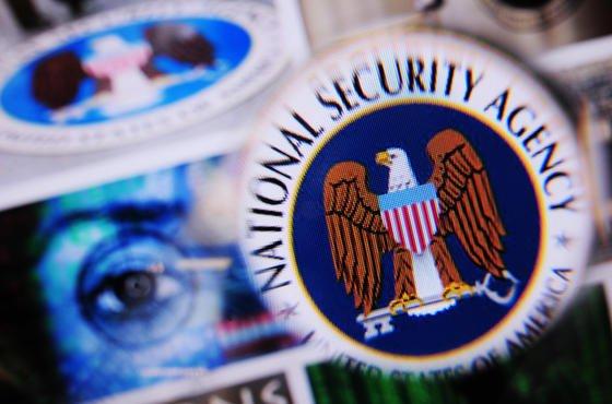 Verlagern sich Kriege zukünftig ins Internet? Mit sogenannten D-Waffen könnte die NSA laut Snowden-Dokumenten Wasser- und Energieversorgung, Flughäfen und Fabriken ganzer Länder lahmlegen.