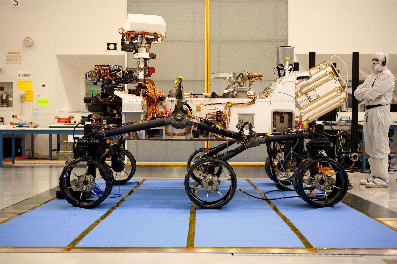 Mars-Rover Curiosity im NASA-Forschungslabor: Nissan und die NASA wollen autonome Steuerungssysteme für Automobile entwickeln. Die Forschungsarbeit ist zunächst für den Zeitraum bis 2020 vereinbart.