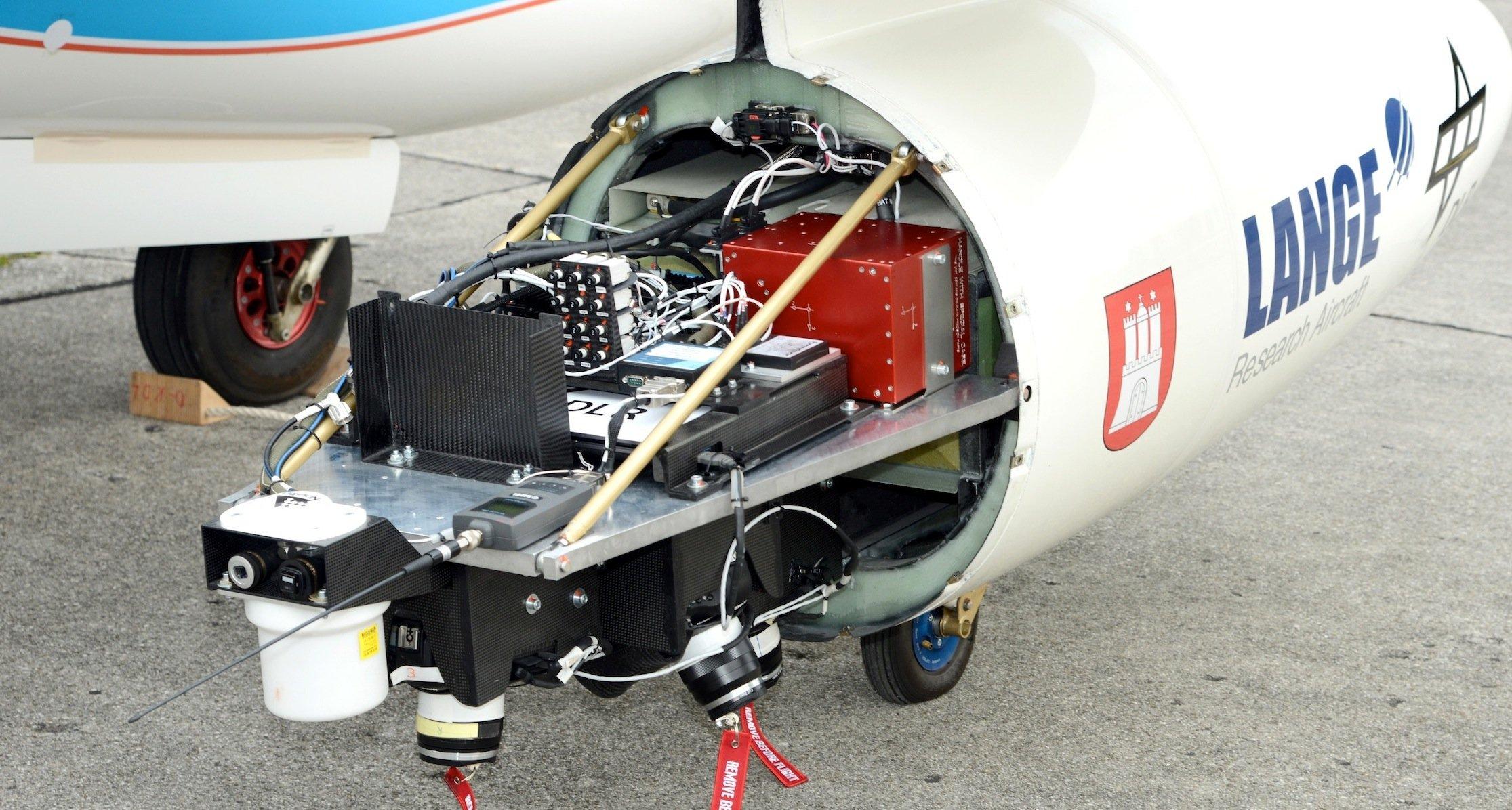 Das Kamerasystem ist in der Spitze eines der Außenlastbehälter untergebracht.