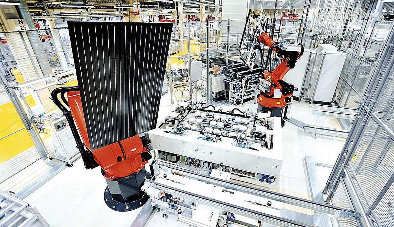 Produktion von Solarzellen: Q-Cells hat in Malaysia bereits eine Produktionskapazität von 1300 Megawatt pro Jahr aufgebaut – in Deutschland sind es derzeit noch 230 Megawatt.