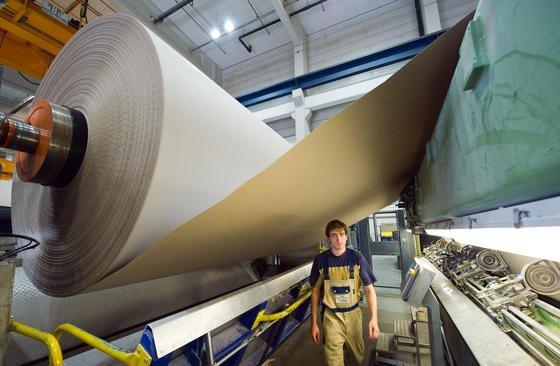 Weltweit bleiben in der Papierherstellung jedes Jahr Millionen Tonnen Lignin zurück. Dieses könnte man zukünftig nutzen, um Carbonfasern herzustellen.