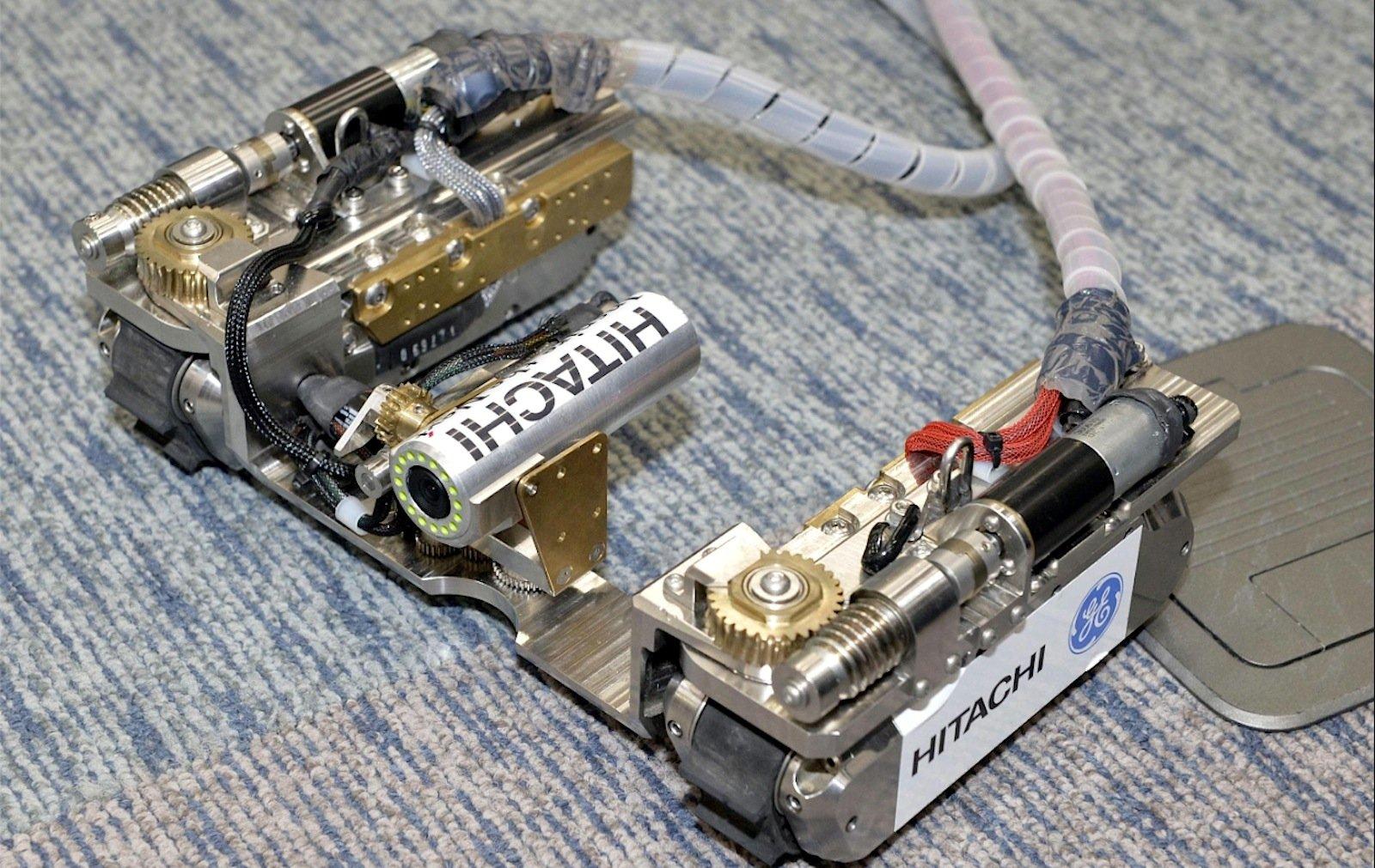 Gemeinsam haben Hitachi undHitachi-GE Nuclear Energy einen Roboter entwickelt, der selbst durch enge Rohre passt, weil er seine Form verändern kann.