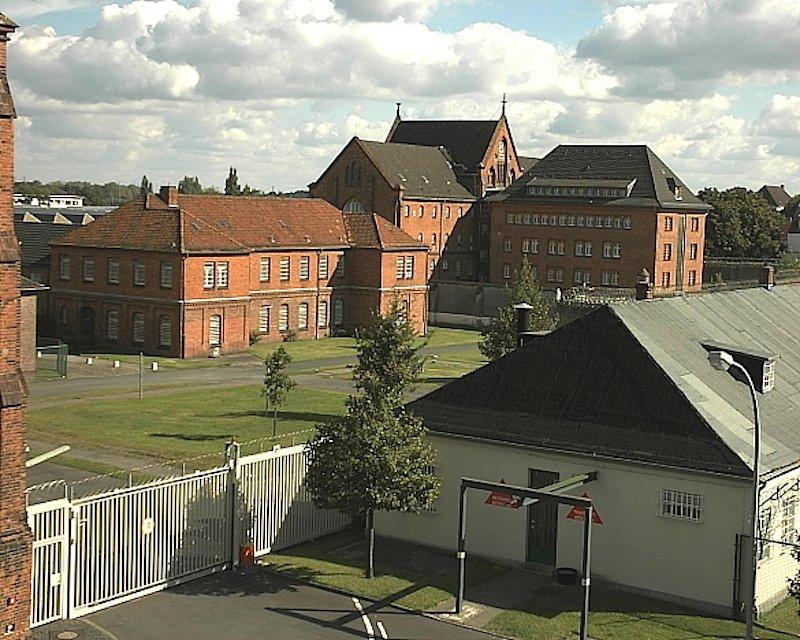 Auf dem Gefängnishof der JVA Bremen stürzte im Dezember 2014 eine Drohne vor Erreichen ihres Zieles ab.