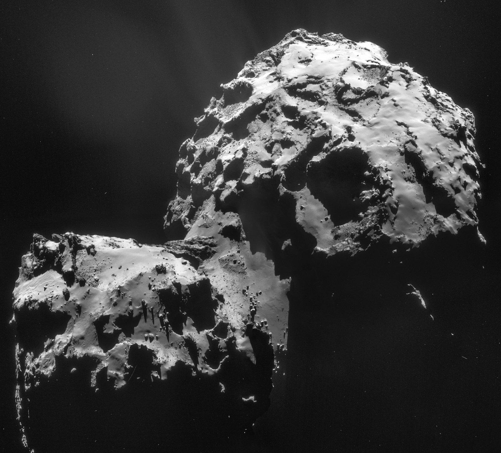 Gestatten, Tschuri: Dieses Foto entstand am 10. Januar 2015 aus einer Entfernung von 27,5 Kilometer vom Kometenkern. Die Auflösung beträgt 2,3 Meter pro Pixel.