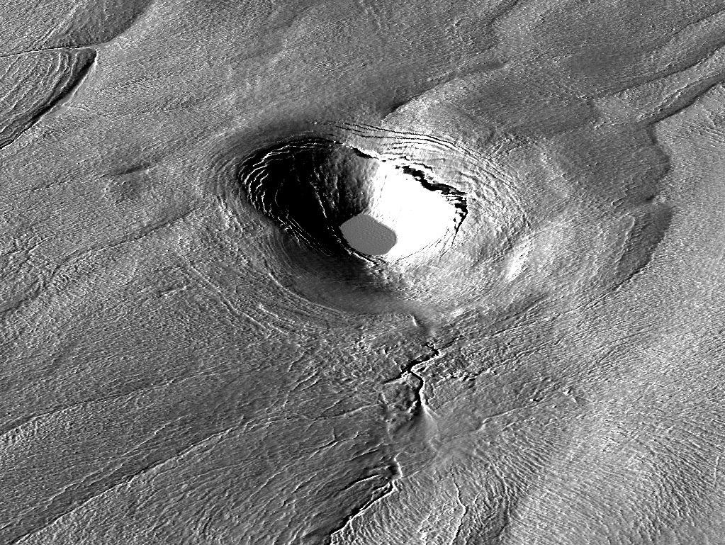 US-Forscher haben festgestellt, dass sich die riesigen Kraterseen auf dem Grönlandeis in kurzer Zeit entleeren und wieder füllen können. Dadurch werden rieisige Mengen erwärmten Wassers in die Gletscher eingetragen, die das Auftauen beschleunigen.