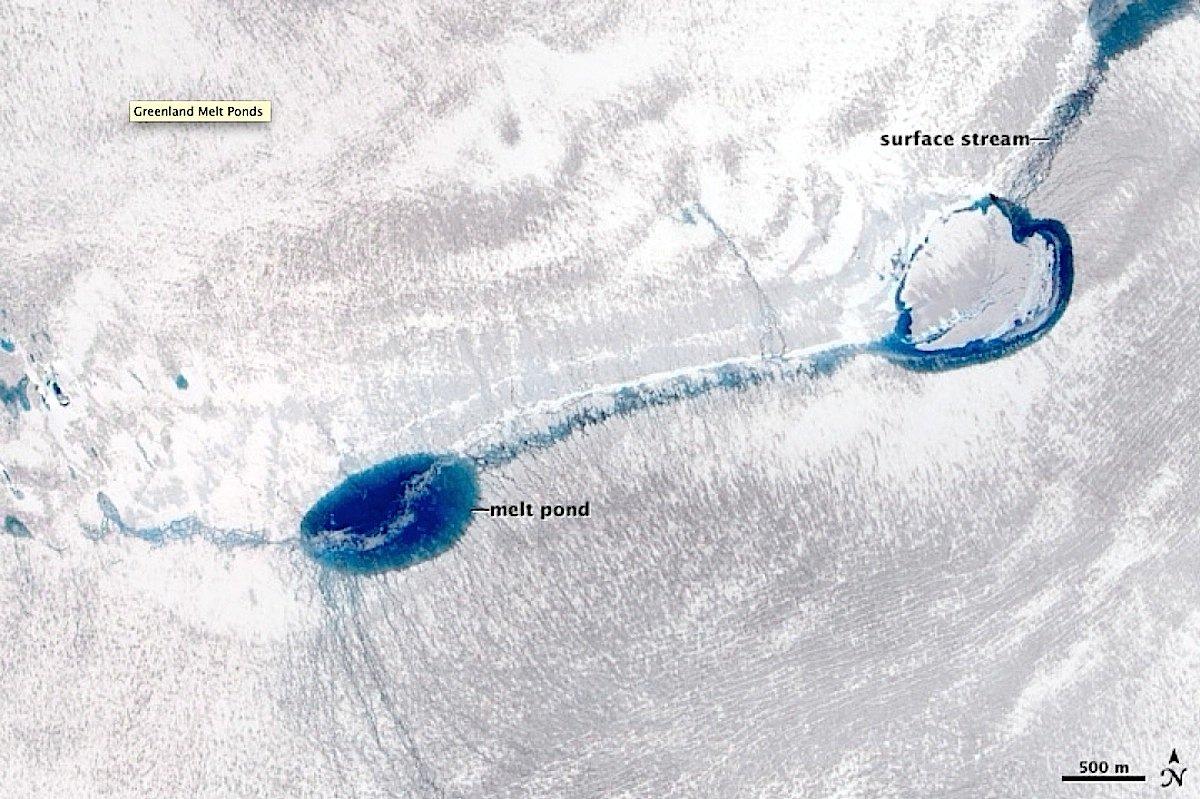 Kratersee auf Grönland am 3. Juni 2010: Der See ist kaum gefüllt ...