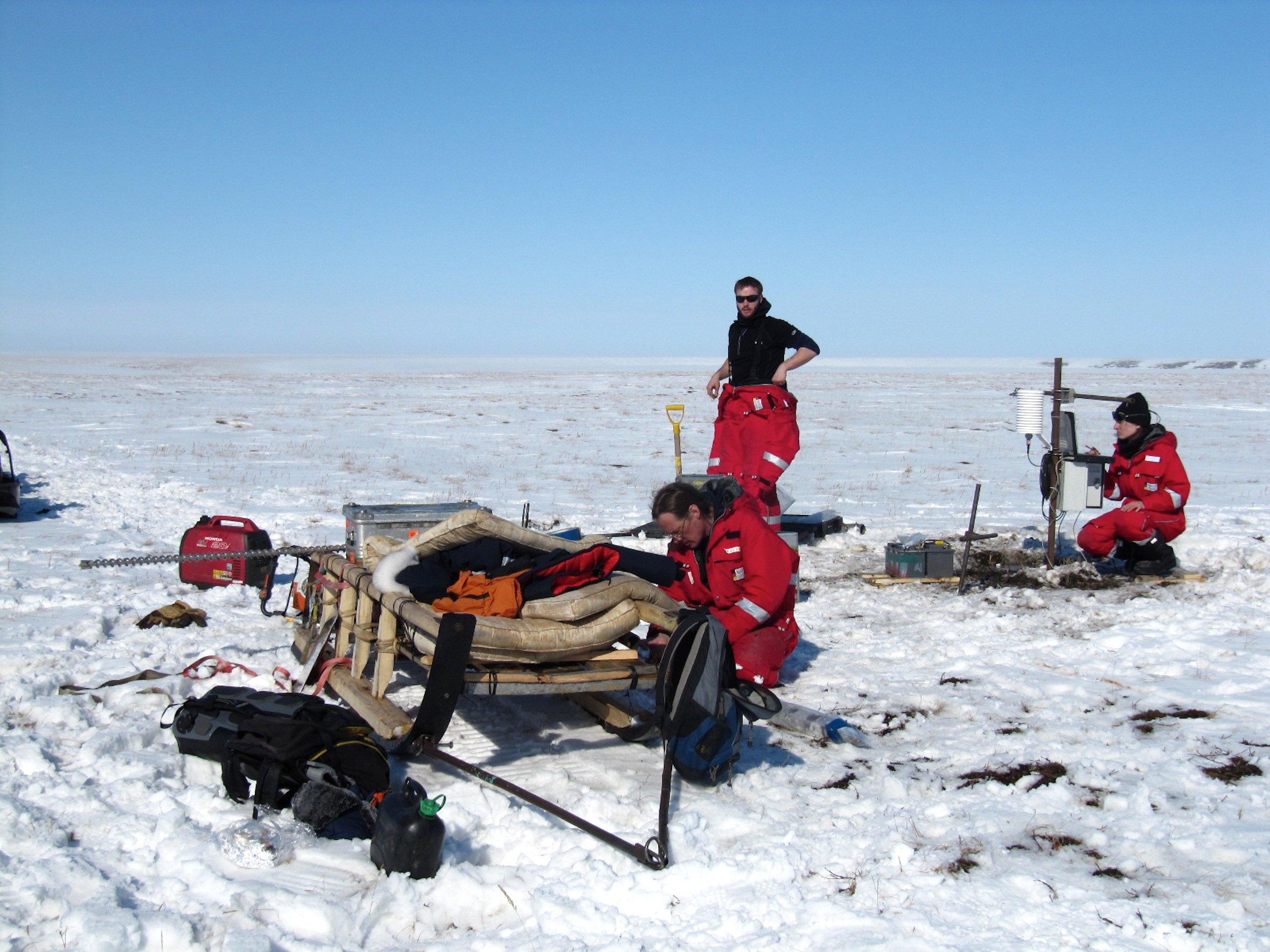AWI-Forscher bei der Arbeit im sibirischen Winter.