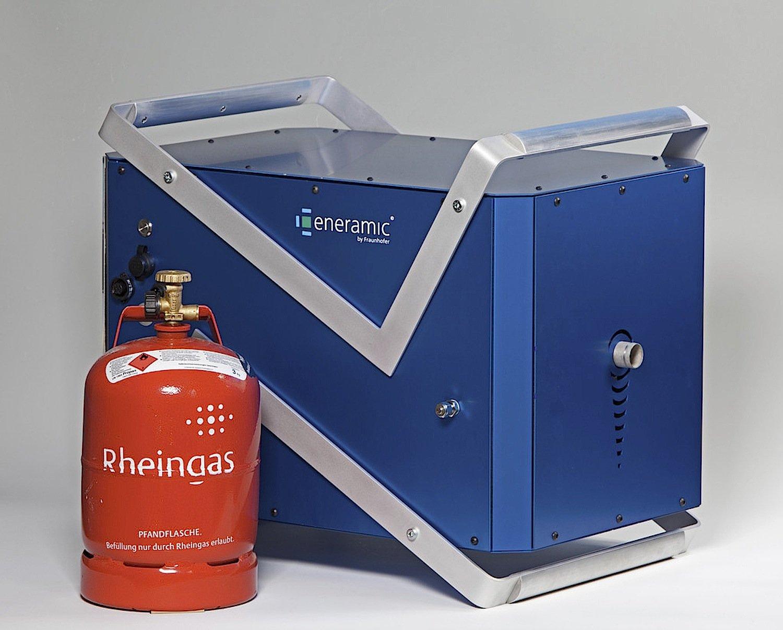 Gemeinsam mit dem indischen Unternehmen Mayur Renergy Solutions entwickelt das Fraunhofer-Institut einen Brennstoffzellen-Generator nach dem eneramic-Prinzip, der die Stromnot in Indien lindern soll.