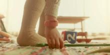 Sound-Armband verwandelt Alltagsgegenstände in Kinderspielzeug