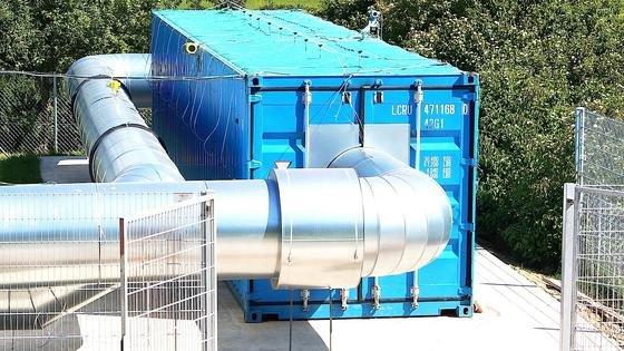 Das Deutsche Zentrum für Luft- und Raumfahrt (DLR) testet das Wärmespeichersystem CellFlux mit einer Pilotanlage. Es soll kostengünstiger und flexibler sein als bisherige Systeme, die mit Flüssigsalzen und Thermoölen arbeiten.