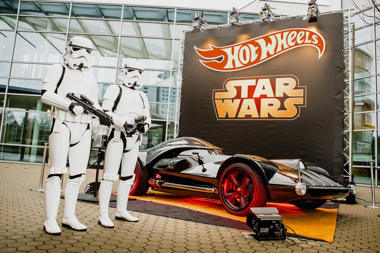 Das Hot Wheels Star Wars Darth Vader Fahrzeug ist auf der Spielwarenmesse in Nürnberg in Lebensgröße zu sehen.