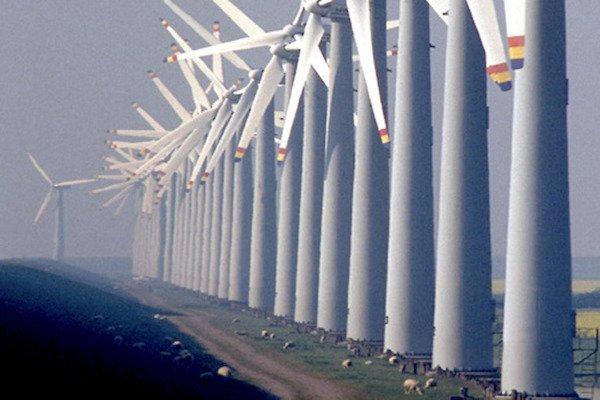 Geeignete Flächen für Windkraftanlagen an Land werden rar.