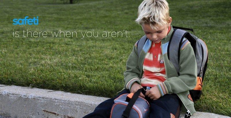 Einfach zu handhaben: Ein ganz persönlicher Kreis von Notfall-Kontakten kann auf dem Safeti-Gerät hinterlassen werden. Das Kind wird dann auf dem Smartphone angerufen und muss nicht selbst möglicherweise mehrere Telefonate eigenständig organieren, damit es abgeholt wird.