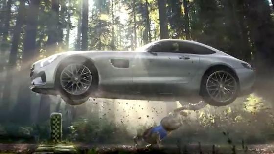 Fliegender Mercedes im Spot zum Superbowl: 30 Sekunden Werbung kosteten beim größten Sportereignis der USA 4,5 Millionen US-Dollar.