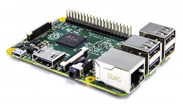 Der Raspberry Pi 2 kann bis zu sechsmal schneller rechnen als das Vorgängermodell. Auch der Arbeitsspeicher wurde verdoppelt. Und außerdem unterstützt der Mini-Computer jetzt neben den bisherigen Betriebssystemen zusätzlich Windows 10.