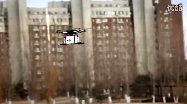 Im Werbevideo ist die Drohne erfolgreich unterwegs.