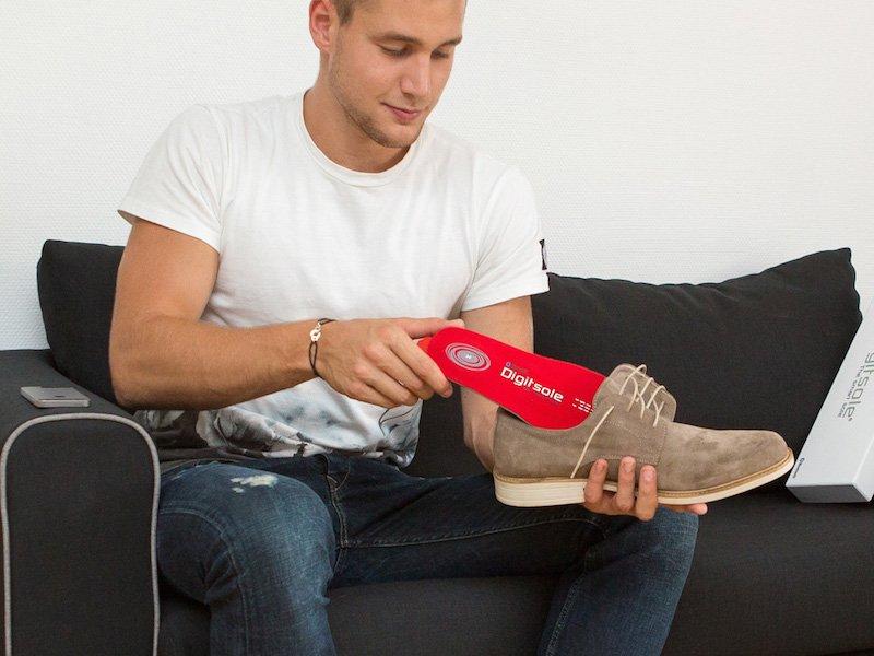Die elektrische Schuhsole Digitsole sorgt für warme Füße. Steuern lässt sie sich mit einer Smartphone-App via Bluetooth.