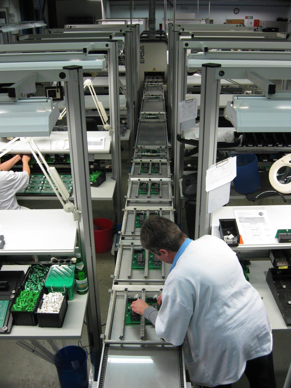 Herstellung der Erdbebensensoren beisecty electronics in Castrop-Rauxel.
