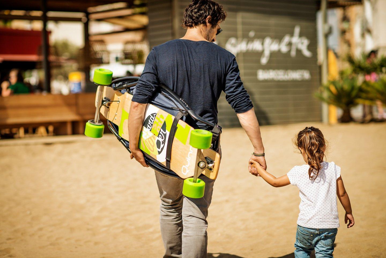 Der Longboardstroller lässt sich zusammenklappen – wiegt aber elf Kilo.