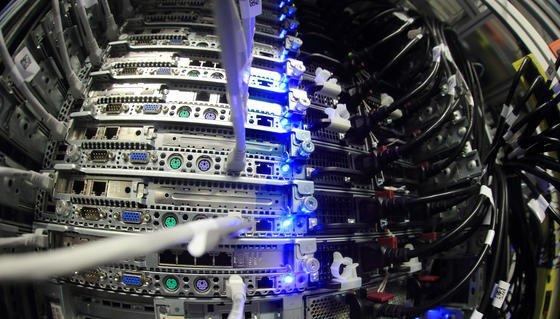 Saarbrücker Studenten haben knapp 40.000 ungesicherte Datenbanken im Web entdeckt, über die Namen, Adressen, E-Mails und Kreditkartennummern der Nutzer abgerufen werden können.