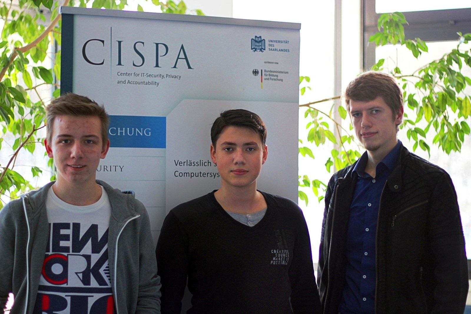 Die drei Studenten Kai Greshake, Eric Petryka und Jens Heyens (v.l.) stießen eher zufällig auf die gewaltige Sicherheitslücke in vielen Datenbanken.