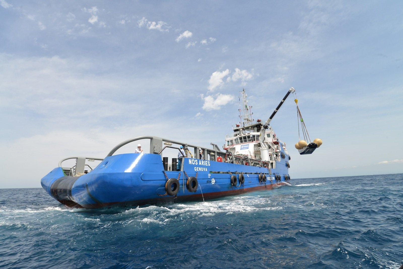 Die Aufnahme des Raumtransporters nach der Wasserung durch ein Spezialschiff wurde im Sommer vergangenen Jahres mit einem Prototypen geübt.