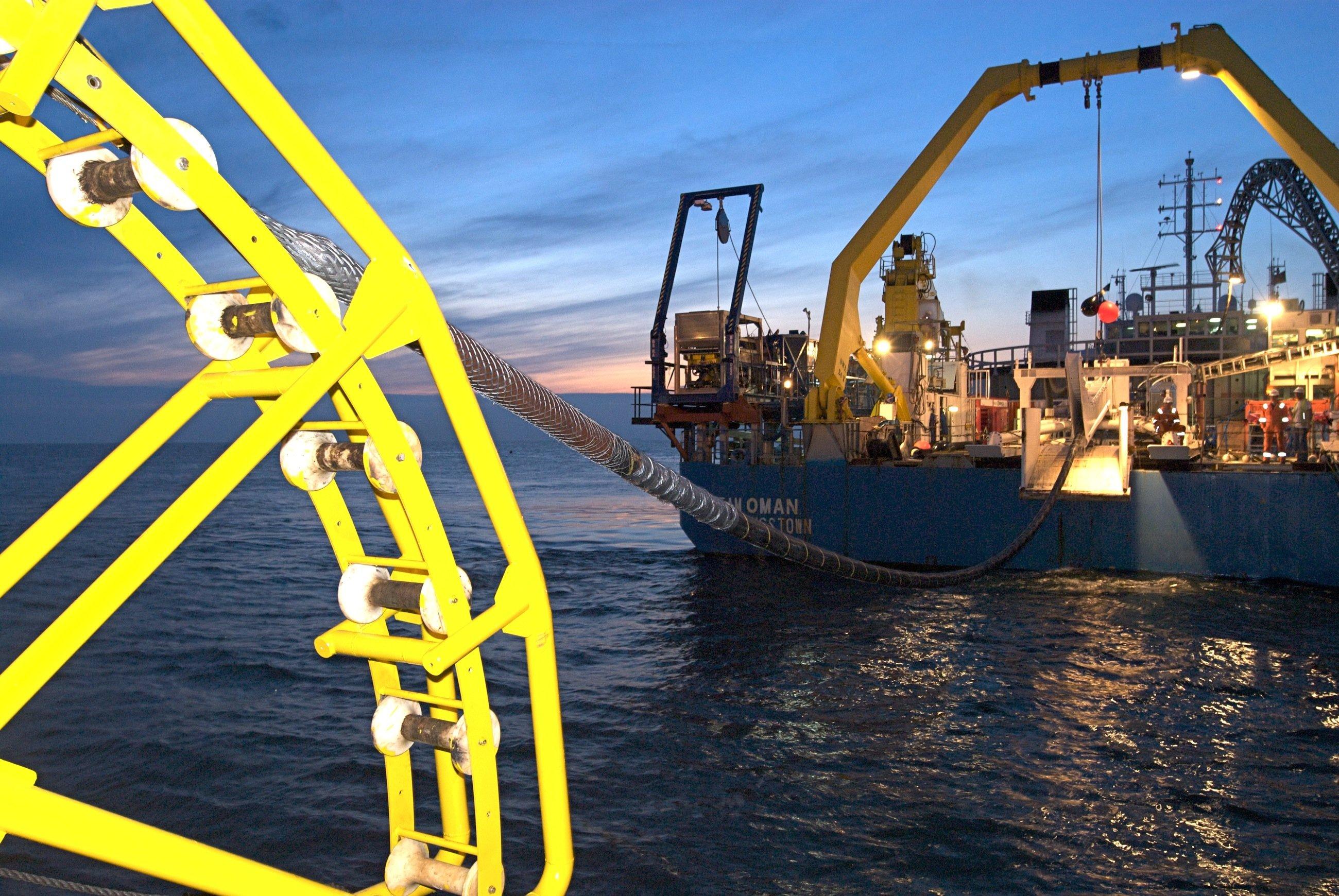 Seeverlegung einer Stromleitung in der Nordsee: Deutschland und Norwegen wollen eine Hochspannungsleitung quer durch die Nordsee legen, um Strom aus erneuerbaren Quellen auszutauschen.