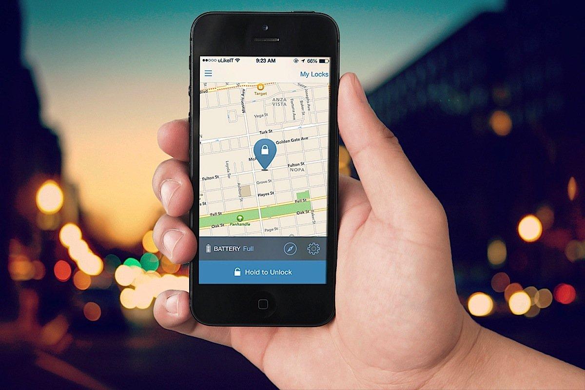 Smartphone zur Steuerung des Fahrradschloss' Skylock: Der Besitzer bekommt ein Signal, wenn sich Diebe am abgestellten Fahrrad zu schaffen machen.