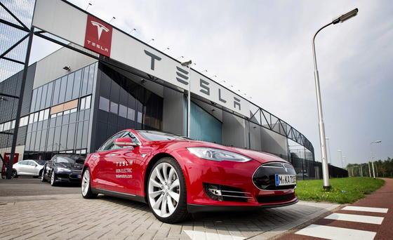 Tesla hat im abgelaufenen Quartal bei einem Umsatz von 957 Millionen Dollar einen Verlust von 108 Millionen Dollar gemacht.