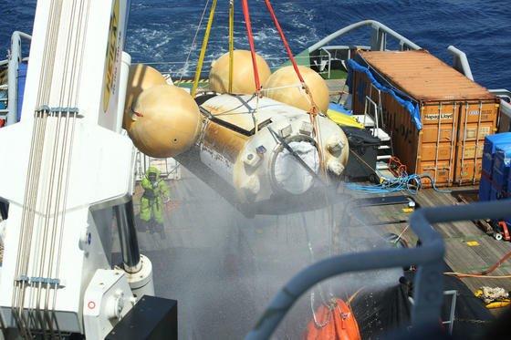 Wohl behalten konnte das Raumfahrzeug IXVaus dem Pazifik herausgefischt werden. Die ESA freut sich über die gelungene sanfte Landung.