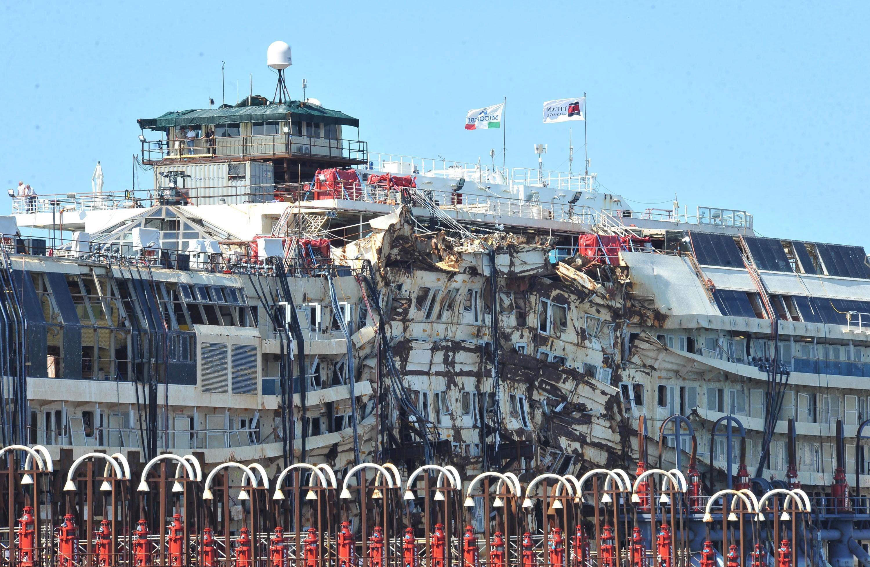 Das italienische Kreuzfahrtschiff Costa Concordia am 27. Juli 2014 nach seiner Ankunft im Hafen von Genua.