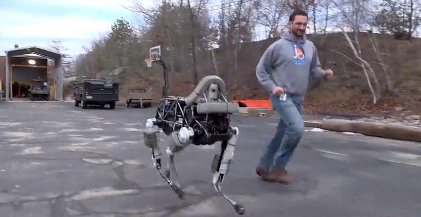 Die Erfindung der Google-Tochter Boston Dynamics beim Joggen.