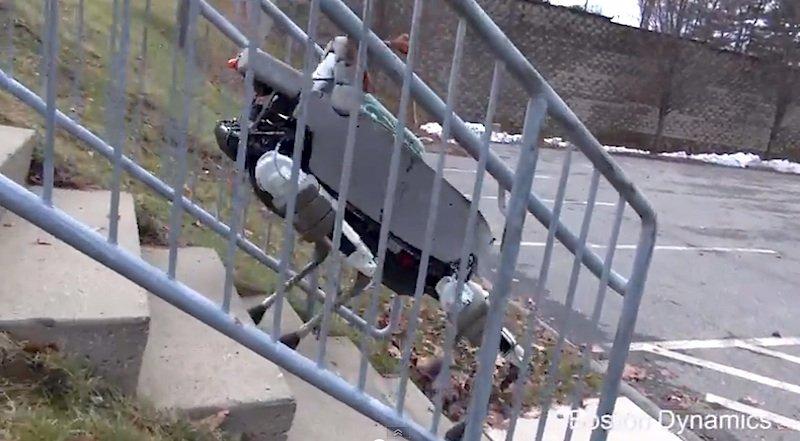 Auch Treppen steigt Roboter-Hund Spot mühelos.