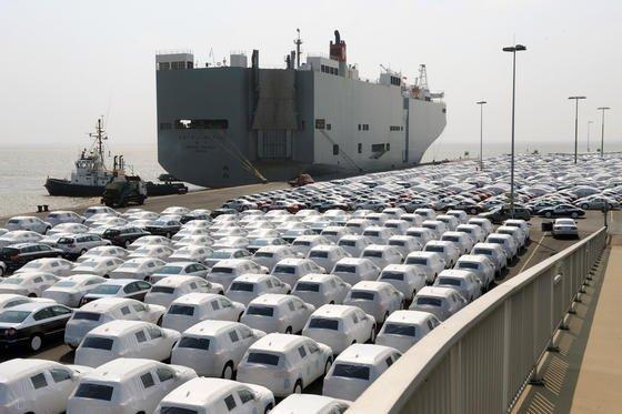 Neuwagen für den Export am Autoterminal des VW-Werkes in Emden: BGA-Präsident Börner fürchtet, dass die deutsche Wirtschaft unter den Folgewirkungen eines Austritts Griechenlands aus der Eurozone stark leiden wird.