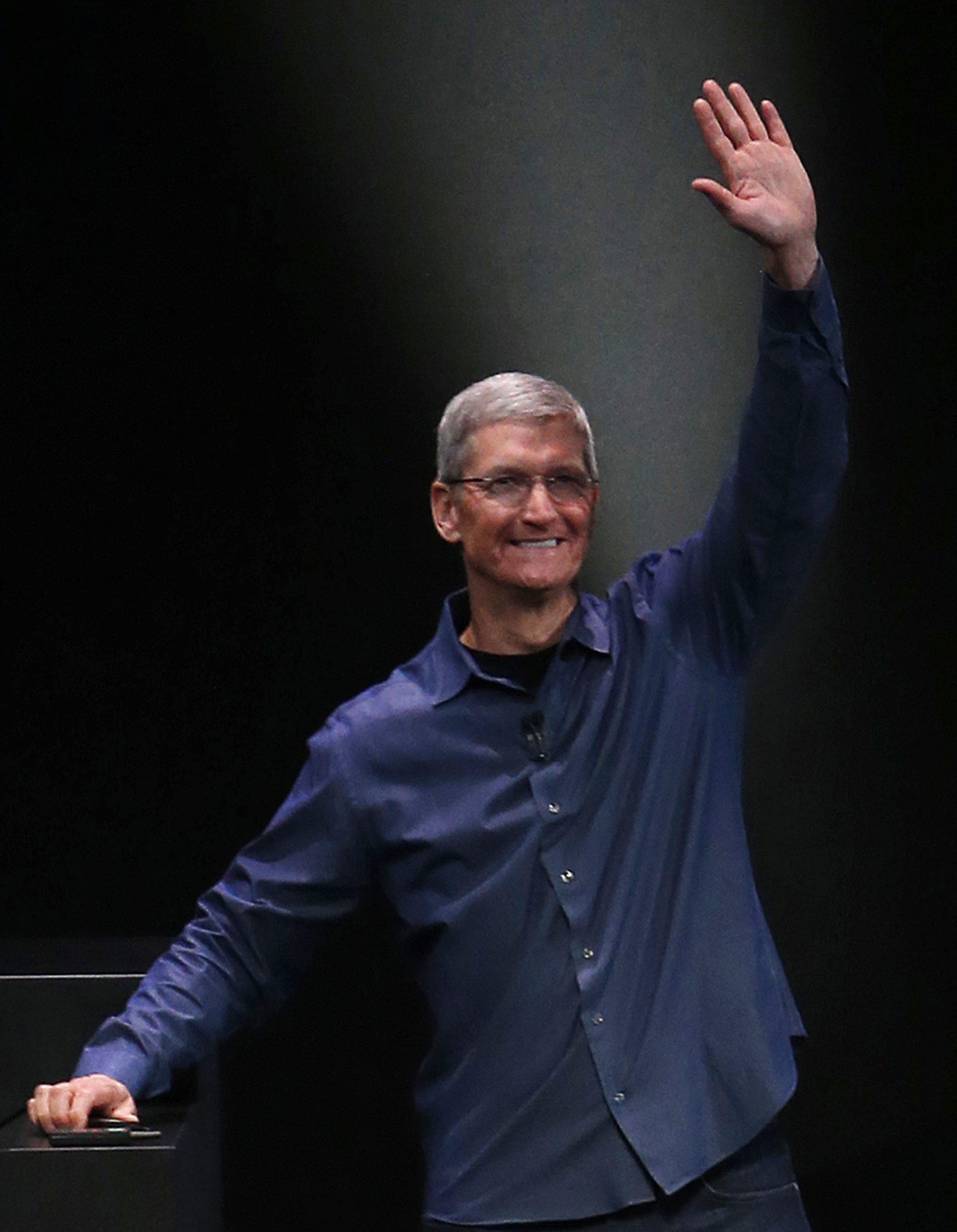 """Apple-Chef Tim Cook soll unter dem Codenamen """"Titan"""" das E-Auto-Projekt bereits vor einem Jahr gestartet und mehrere Hundert Entwickler dafür abgestellt haben."""