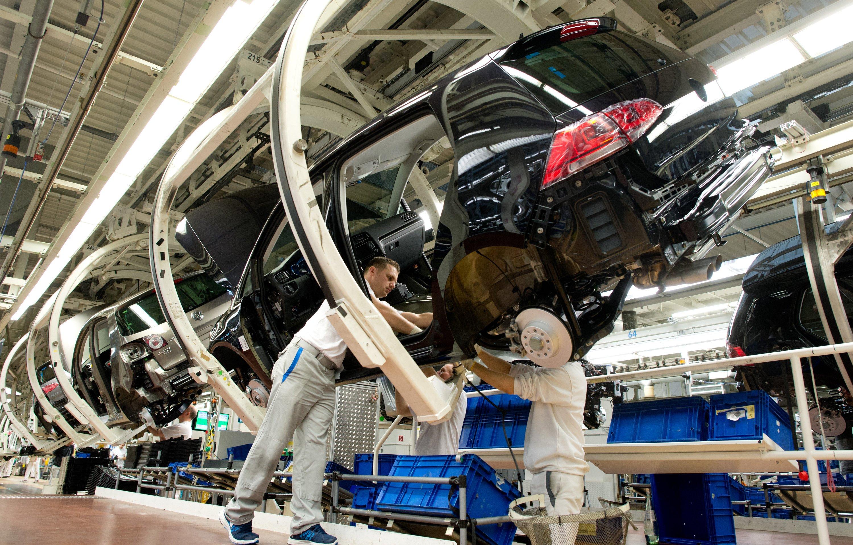 Produktion des Golf im VW-Werk in Wolfsburg: Der Autoabsatz in Europa ist vor allem in Südeuropa stark gestiegen. Allein in Spanien wurden im Januar mehr als 27 Prozent mehr Autos verkauft als vor einem Jahr.