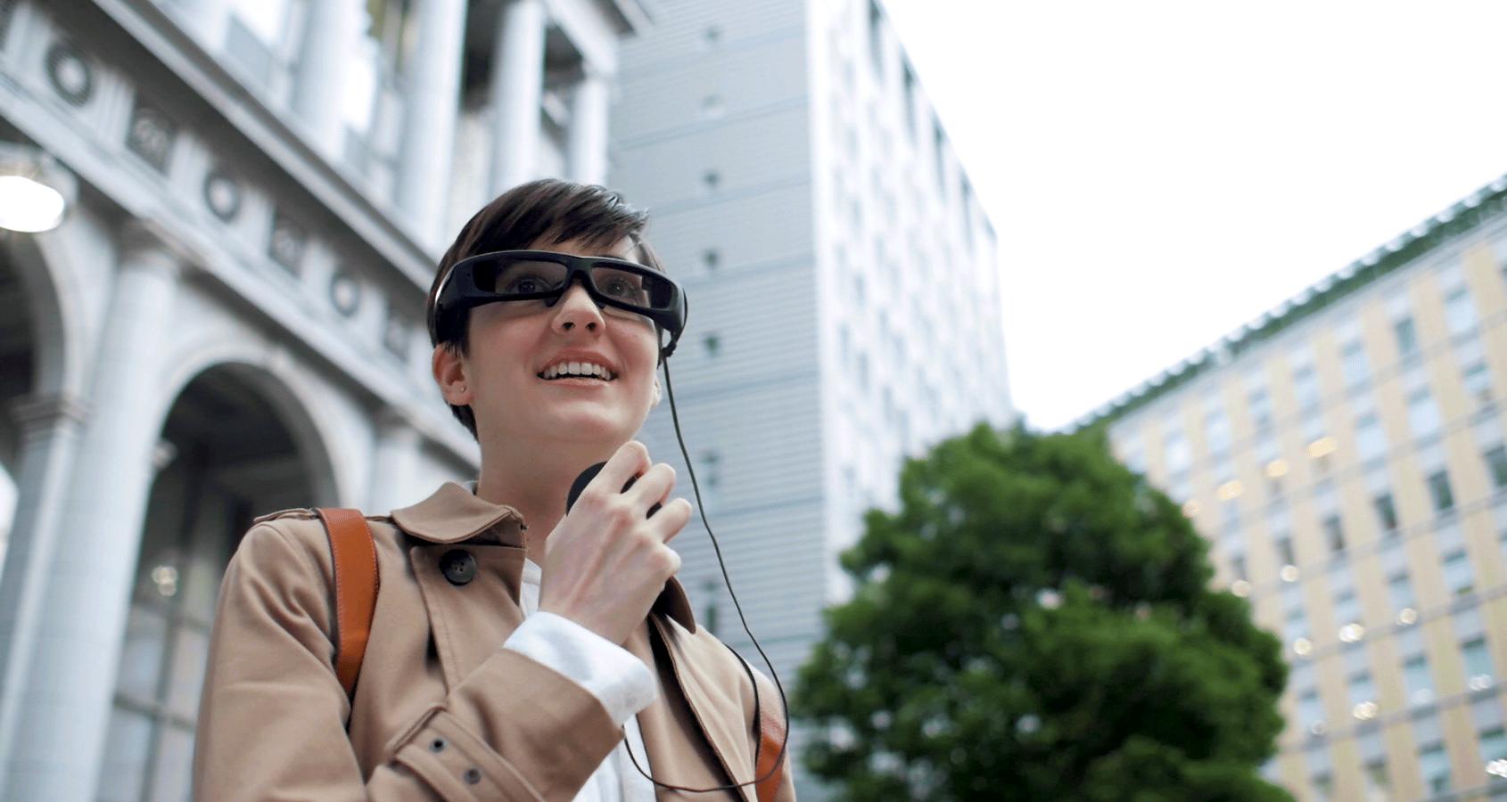 Die Datenbrille SmartEyeglass von Sony wird ab März 2015 an Vorbesteller ausgeliefert. Die Beta-Version ist vor allem für Entwickler gedacht.