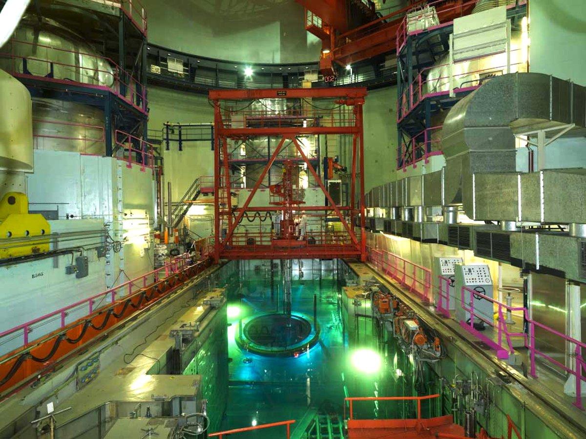 Der Druckbehälter im Atomkraftwerk Tihange ist mit3249 Rissen übersäht. Ähnliche Druckbehälter stehen auch in überwiegend noch aktiven Atomkraftwerken inden Niederlanden, der Schweiz, Spanien, Deutschland und Schweden.